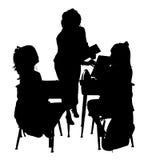 Silhueta com o trajeto de grampeamento da sala de aula Imagens de Stock Royalty Free