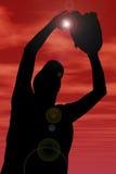 Silhueta com o trajeto de grampeamento do jogador fêmea do softball de encontro Imagem de Stock Royalty Free