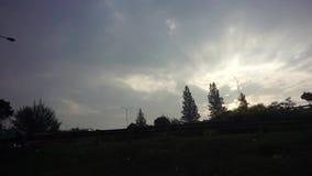Silhueta da borda da estrada após o nascer do sol video estoque