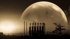 Silhueta da fábrica no por do sol Foto de Stock Royalty Free