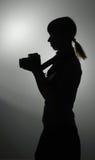 Silhueta da menina em uma lição do photoschool Fotos de Stock Royalty Free