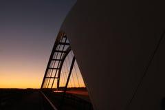 Silhueta da ponte com céu colorido Fotografia de Stock Royalty Free