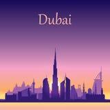 Silhueta da skyline de Dubai no fundo do por do sol Fotos de Stock Royalty Free
