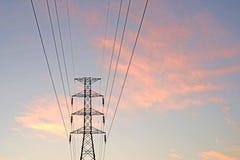 Silhueta da torre elétrica de alta tensão fotos de stock royalty free