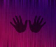 Silhueta das mãos em uma cortina Fotografia de Stock Royalty Free