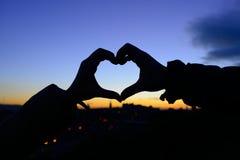 Silhueta das mãos no formulário do coração Foto de Stock Royalty Free