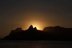Silhueta das montanhas no por do sol, Rio de janeiro imagem de stock royalty free