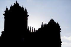 Silhueta das torres gêmeas e da abóbada do Iglesia histórico, Cusc Imagens de Stock
