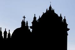 Silhueta das torres gêmeas e da abóbada do Iglesia histórico, Cusc Imagens de Stock Royalty Free