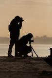 Silhueta de dois fotógrafo Fotografia de Stock