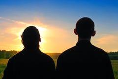 Silhueta de duas pessoas foto de stock royalty free