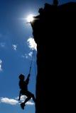 Silhueta de escalada Imagem de Stock Royalty Free