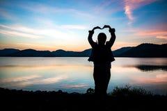 Silhueta de feito à mão das mulheres coração-dado forma Imagem de Stock