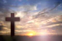 A silhueta de Jesus com cruza sobre o conceito do por do sol para a religião, Fotografia de Stock