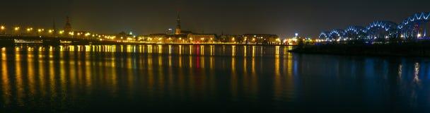 Silhueta de Riga na noite Imagens de Stock