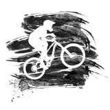 Silhueta de um ciclista que monta um Mountain bike Fotos de Stock Royalty Free