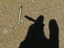 Silhueta de um fumador Fotografia de Stock