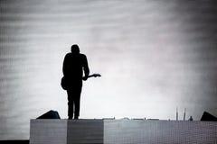 Silhueta de um guitarrista fotos de stock royalty free