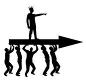 A silhueta de um homem egoísta com uma coroa em sua cabeça indica aos povos que o levam, aonde mover-se ilustração do vetor