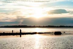 Silhueta de um pescador Imagem de Stock Royalty Free