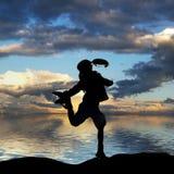Silhueta de um salto da menina Fotos de Stock Royalty Free