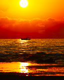 Silhueta de uma embarcação Imagem de Stock Royalty Free