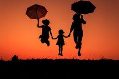 Silhueta de uma família Fotos de Stock Royalty Free