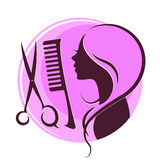 Silhueta de uma menina, de tesouras e de uma escova de cabelo Fotografia de Stock
