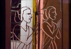 Silhueta de uma mulher rezando Imagem de Stock