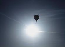 Silhueta do balão de ar quente Imagens de Stock