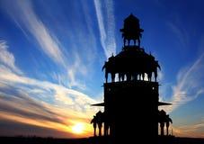 Silhueta do Cenotaph contra o por do sol bonito Imagens de Stock