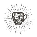 A silhueta do copo de café com café da rotulação é sempre uma boa ideia e raios do sol do vintage Imagem de Stock Royalty Free