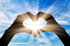 Silhueta do coração dos gestos de mão Imagens de Stock Royalty Free