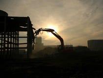 Silhueta do escavador da demolição Fotografia de Stock Royalty Free