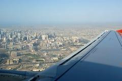 Silhueta do homem de negócio Cowering Dubai, Emiratos Árabes Unidos (UAE) Fotos de Stock Royalty Free