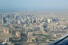 Silhueta do homem de negócio Cowering Dubai, Emiratos Árabes Unidos (UAE) Fotos de Stock