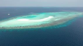 Silhueta do homem de negócio Cowering Ilhas dos mares tropicais video estoque