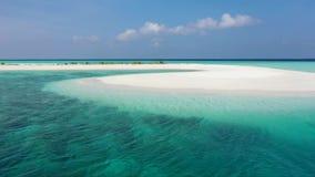 Silhueta do homem de negócio Cowering Ilhas dos mares tropicais vídeos de arquivo