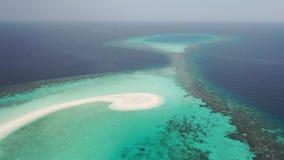 Silhueta do homem de negócio Cowering Ilhas dos mares tropicais filme