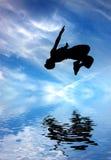Silhueta do homem de salto Fotos de Stock