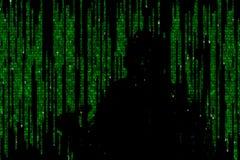 Silhueta do homem em dados digitais verdes O símbolo de um hacker imagens de stock royalty free