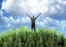 Silhueta do homem em um prado abstrato Fotos de Stock Royalty Free
