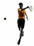 Silhueta do jogador de tênis do homem imagens de stock
