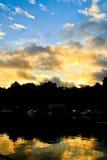 Silhueta do lago sunset Fotos de Stock Royalty Free