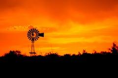 Silhueta do moinho de vento Imagens de Stock
