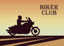 Silhueta do motociclista na ilustração do por do sol Foto de Stock Royalty Free