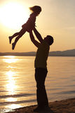 Pai e filha no por do sol Imagem de Stock Royalty Free