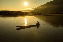 A silhueta do pescador está travando um peixe foto de stock royalty free