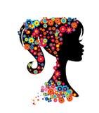 Silhueta do retrato da menina com vista do penteado das flores Imagens de Stock