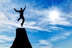 Silhueta do salto do homem de negócios foto de stock royalty free